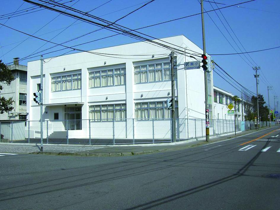 社南小学校体育館(耐震補強・増築)