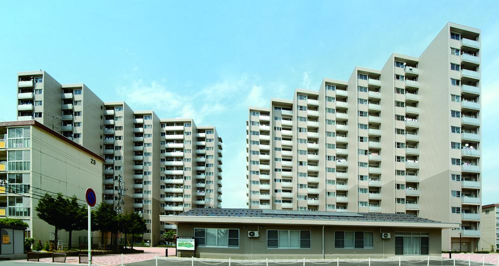 県営住宅町屋団地B棟(右側)